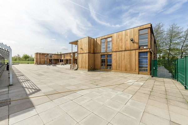 600 place eco-classroom at Woolwich Polytechnic Secondary school by TGEscapes