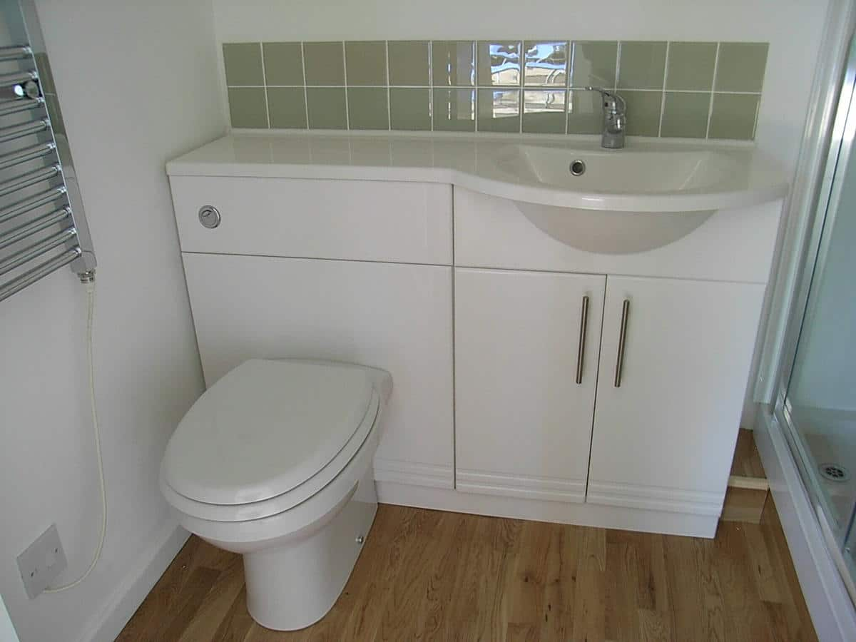 Garden room toilet and basin