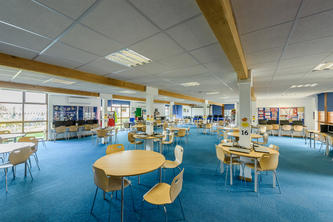 6th form common room at Woolwich Polytechnic Secondary School by TG Escapes