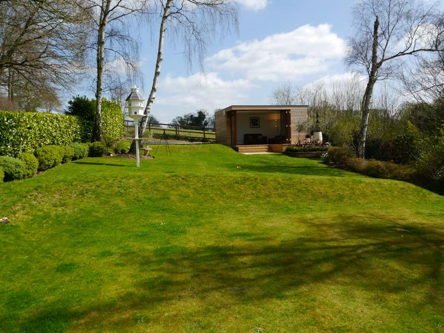 A Garden Annexe in Buckinghamshire by The Garden Escape